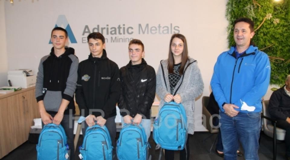Kompanija Eastern Mining uručila stipendije za četiri učenika