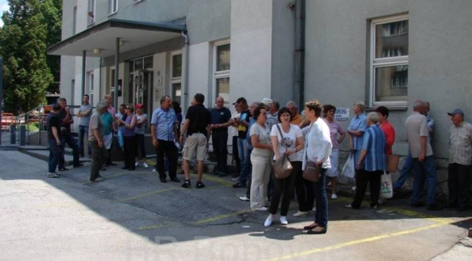 Održano mirno okupljanje ispred općinske zgrade u Varešu