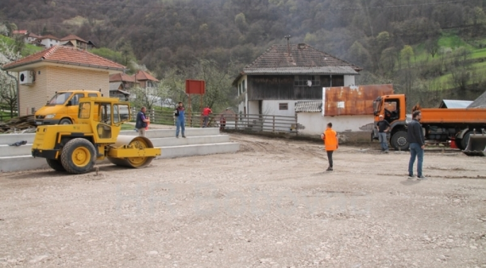 Uskoro završetak višenamjenskog igrališta u Dragovićima